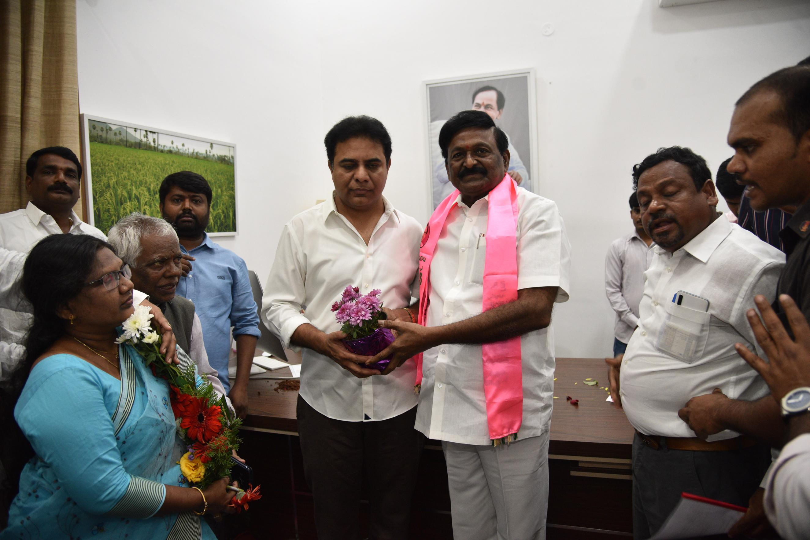 8.New Year Greetings to TRS Working President Sri KTR2